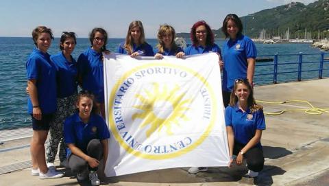 L'equipaggio femminile del CUS Trieste