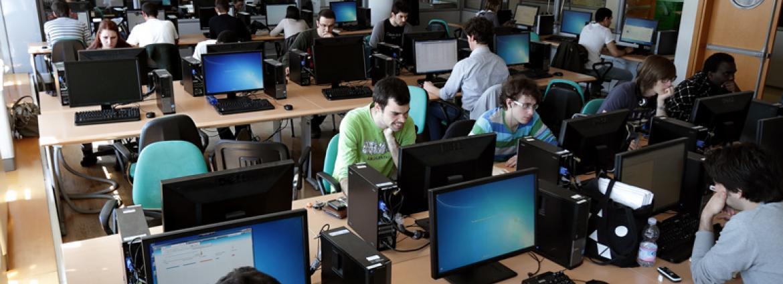 Studenti in aula computer